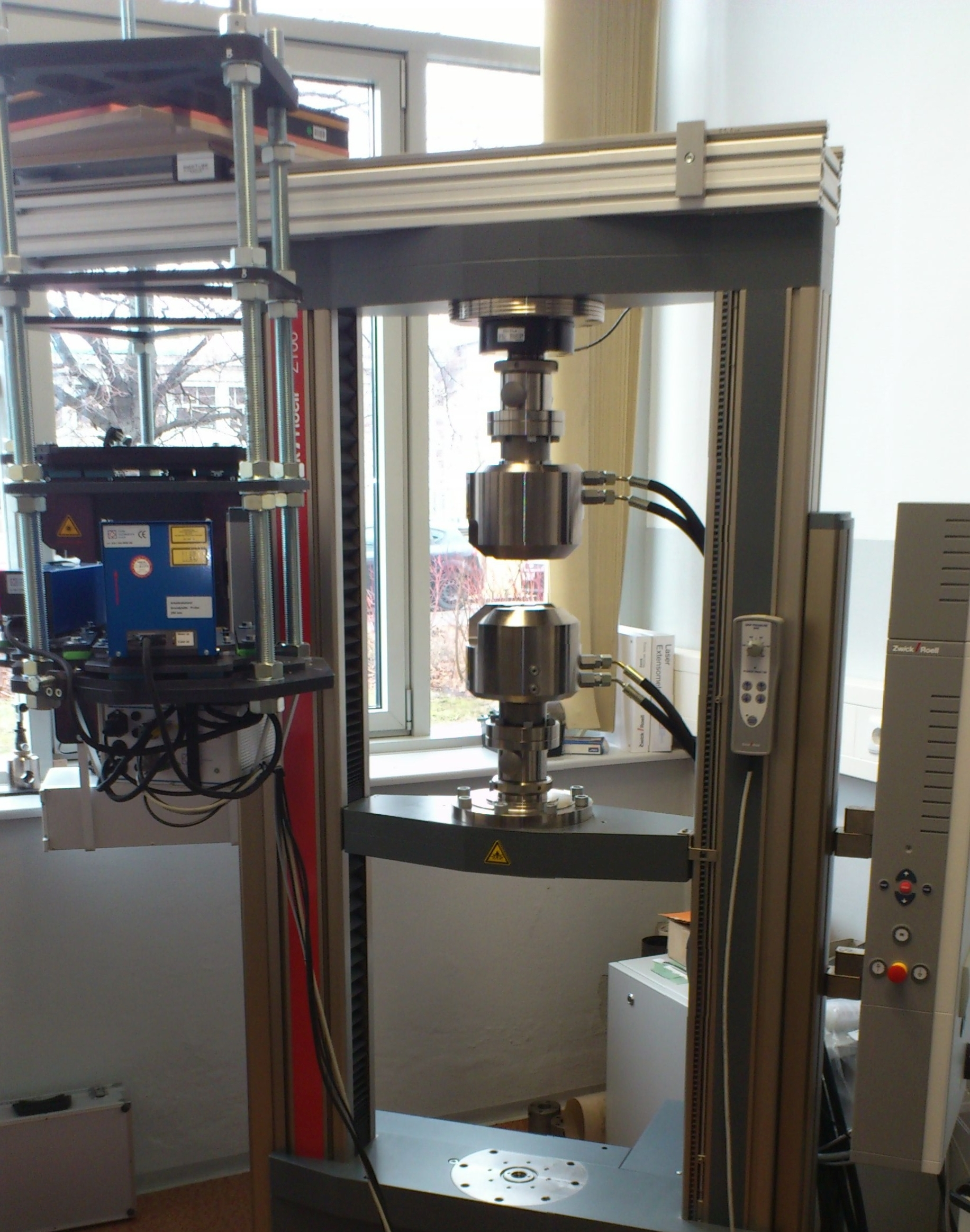 The picture shows the Zwick Material Testing Machine Type Z100 THW at the institute's technical center.